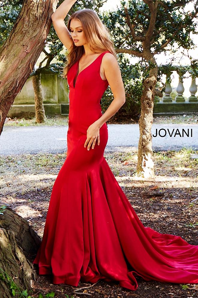 Jovani Donates Prom Dresses to Make Many 2018 Prom Dreams Come True!