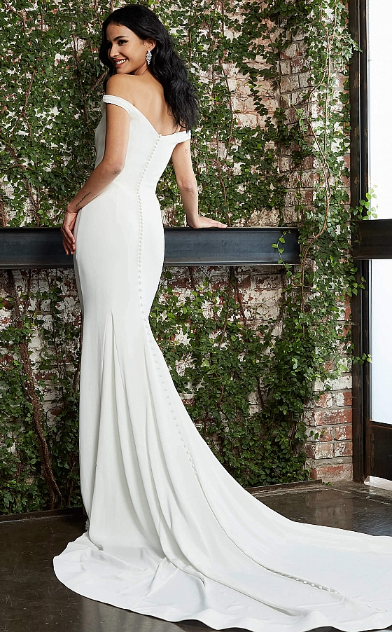 Long train off white bridal gown S05489